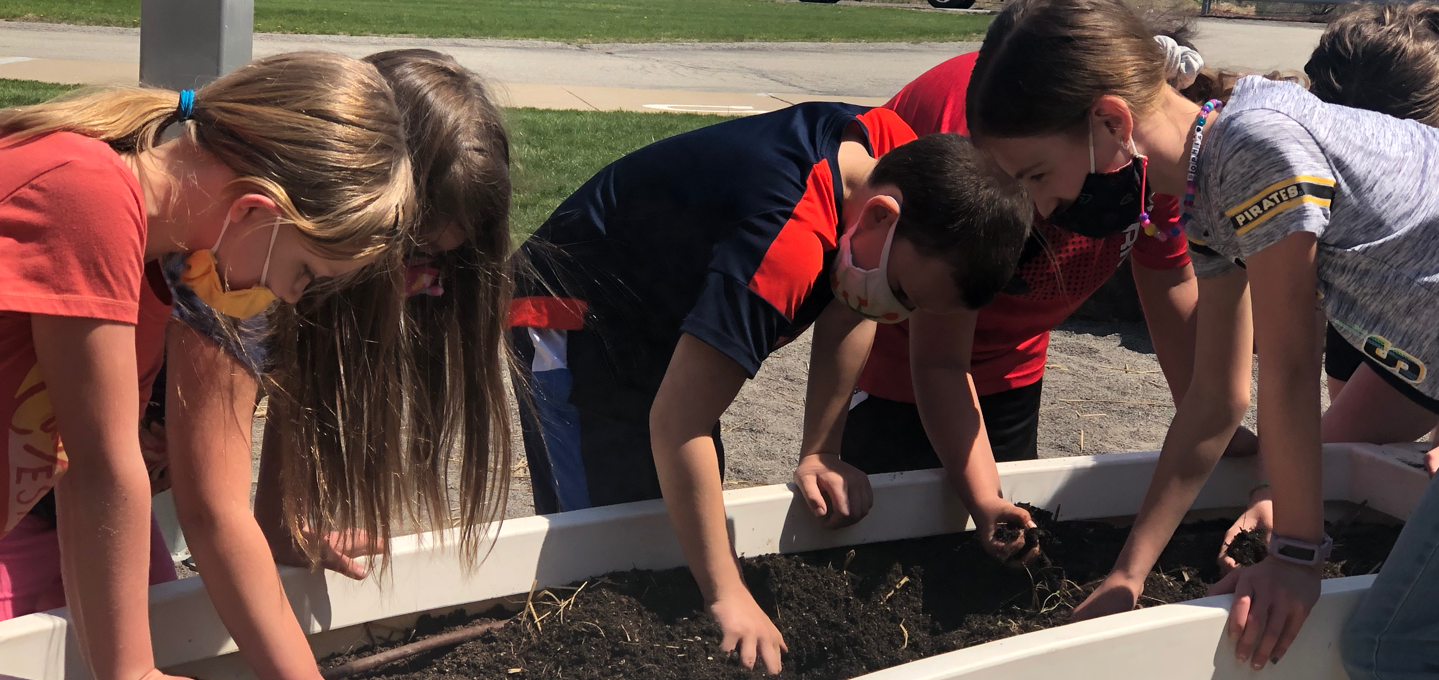 Spring Garden Day was on April 8th at Center Elementary School. Students had the opportunity to get outside and plant some spring crops and participate in a Spring Garden Scavenger Hunt!    This day was a learning opportunity for all students. From eating