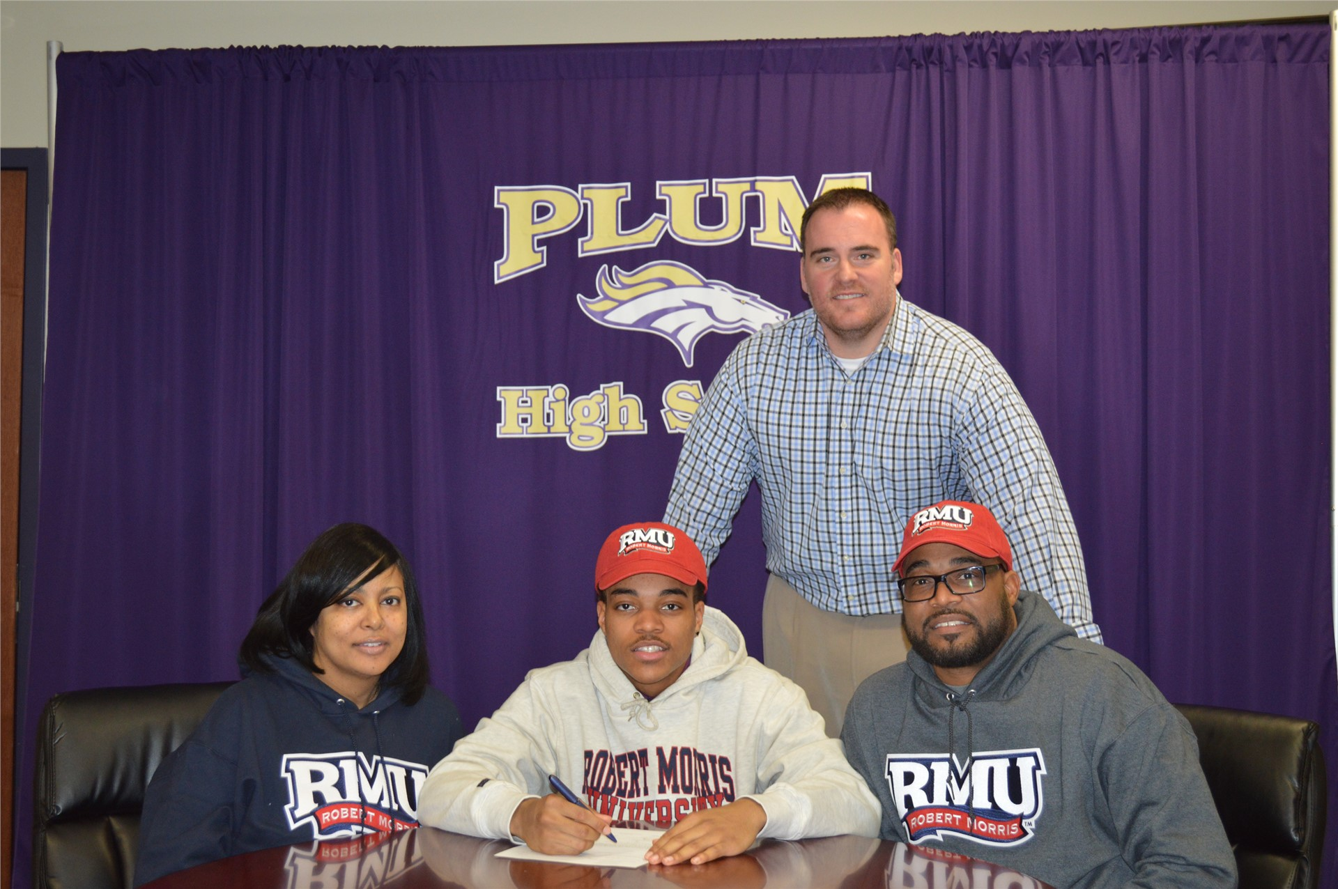 Kevin Brown commited to play football at Robert Morris